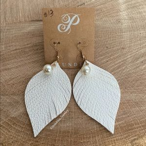 Plunder Janine Earrings - White leather feathers